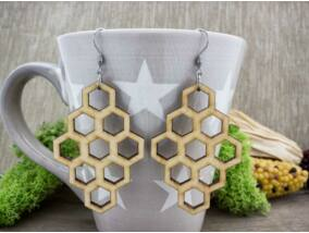 Szorgos méh lézervágott lógós nyírfa fülbevaló