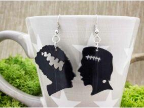 Frankenstein és menyasszonya bakelit fülbevaló