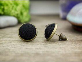 Fekete gömbös beszúrós nemez fülbevaló