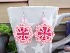 Horgolt rózsaszín gombos fülbevaló