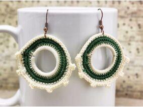 Horgolt zöld és fehér fülbevaló