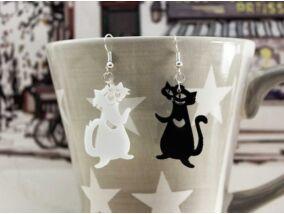 Fekete és fehér Lukrécia és Szerénke cica plexi fülbevaló