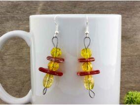 Piros és sárga egyensúly üveg lógós fülbevaló