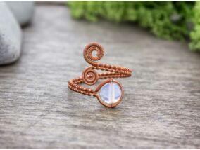 Opalit ásvánnyal díszített réz drót gyűrű