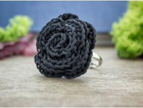 Horgolt fekete virág gyűrű