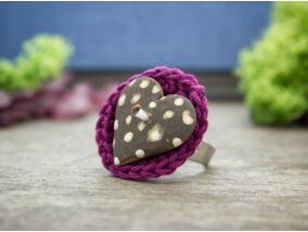 Horgolt gyűrű virág agyag gombbal
