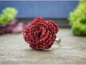 Horgolt virág gyűrű