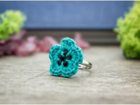 Horgolt kék és fekete gyöngyös gyerek gyűrű
