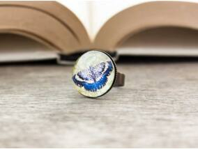 Üveglencsés kék pillangó gyűrű