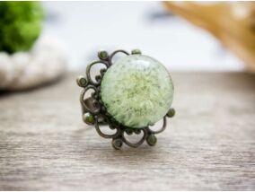 Bolyhoska műgyanta gyűrű