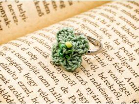 Horgolt menta színű gyerek gyűrű