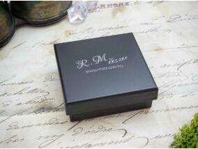 Logózott fekete ajándékdoboz