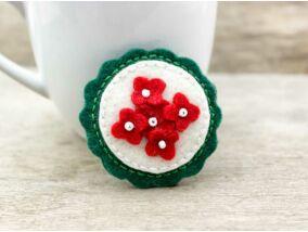 Gyapjúfilc piros fehér zöld virágos kitűző