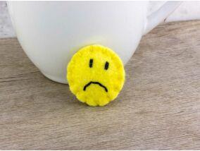 Gyapjúfilc sad smiley mini kitűző