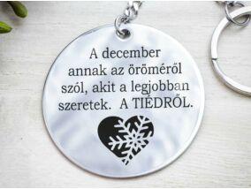 December öröméről szól acél medálos kulcstartó