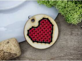 Keresztszemes piros fekete peremes szív lézervágott nyírfa medál