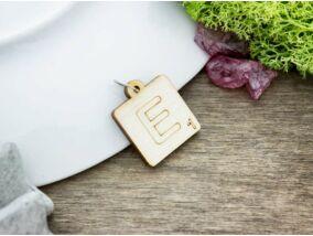 Scrabble E betű lézervágott nyírfa medál