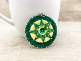 Gyapjúfilc zöld és sárga csillag medál
