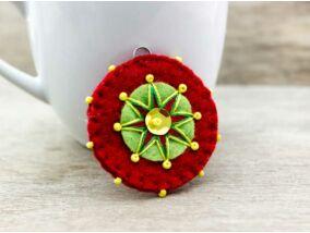 Gyapjúfilc piros és zöld csillag medál