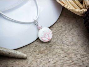 Rózsaszín tavirózsa gyöngyház medál nyakláncon