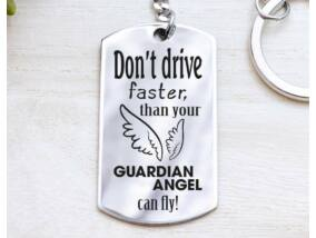 Ne vezess gyorsabban acél medálos kulcstartó