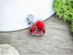 Borbolyabogyó üvegkaviccsal műgyanta acél charm