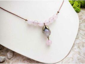 Fáradt rózsaszín műgyanta nyaklánc