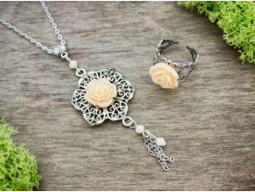 Krém színű rózsás gyűrű és nyaklánc szett