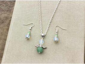Aventurin és opalit üveg angyalkás fülbevaló és nyaklánc szett