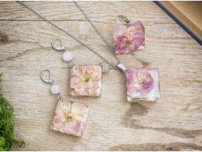 Rózsa virágos ezüst színű műgyanta szett