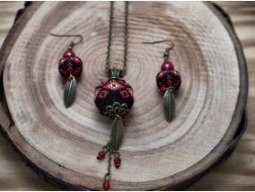 Fekete és piros színű fűzött gömbös gyöngy nyaklánc és fülbevaló szett