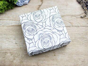 Ajándékdoboz rózsa mintás fekete fehér színű L