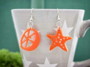 A tengeri csillag és a narancs plexi fülbevaló