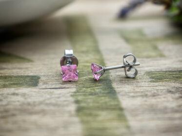 Mila rózsaszín négyzet cirkónia kristályos fülbevaló 4mm