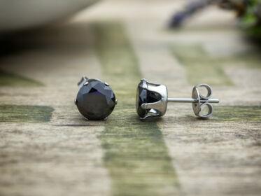 Sadie fekete kerek cirkónia kristályos fülbevaló 7mm