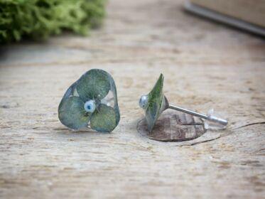 Szirmocskák beszúrós gyanta fülbevaló