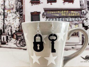 Kulcs és lakat bakelit fülbevaló