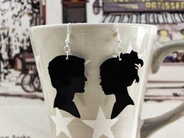 Férfi és nő bakelit fülbevaló