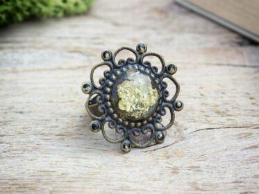 Szirmocskák tündérporral műgyanta gyűrű