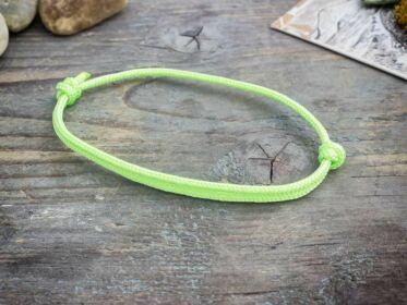 Frissesség zöld paracord karkötő