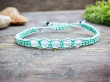 Opalit menta zöld makramé karkötő