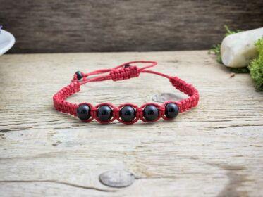 Ónix piros makramé karkötő