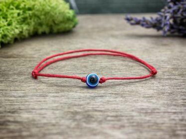 Kék amulett pöttöm vörös karkötő