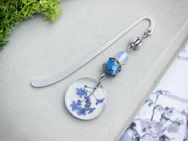 Kék nefelejcs virágos gyanta könyvjelző