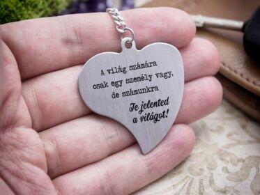 Te jelented a világot acél szív medálos kulcstartó