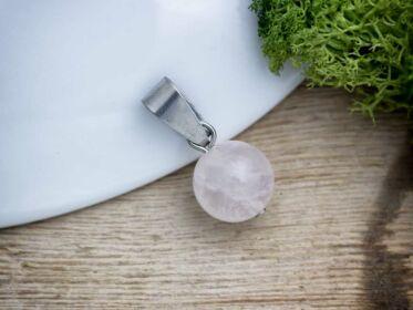 Szeretet rózsakvarc gömb ásvány medál