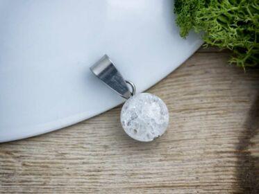 Roppantott hegyikristály gömb ásvány medál