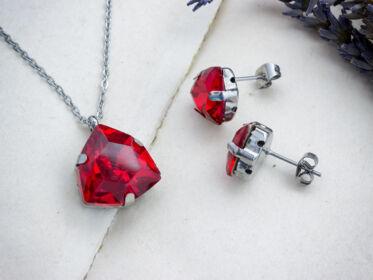 Ruby sötétvörös strassz acél szett