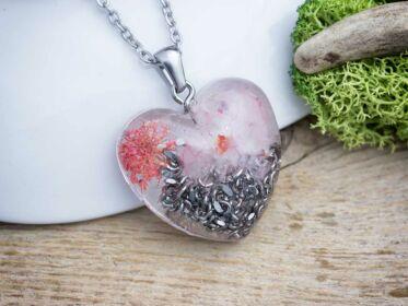 Orgonit szív műgyanta medál nyakláncon rózsakvarc törmelékkel