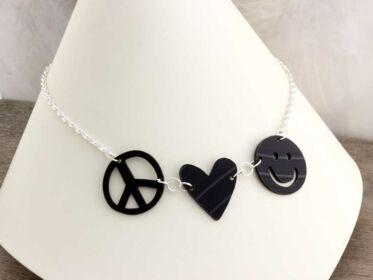 Peace Love Smile bakelit medál ezüst színű nyakláncon